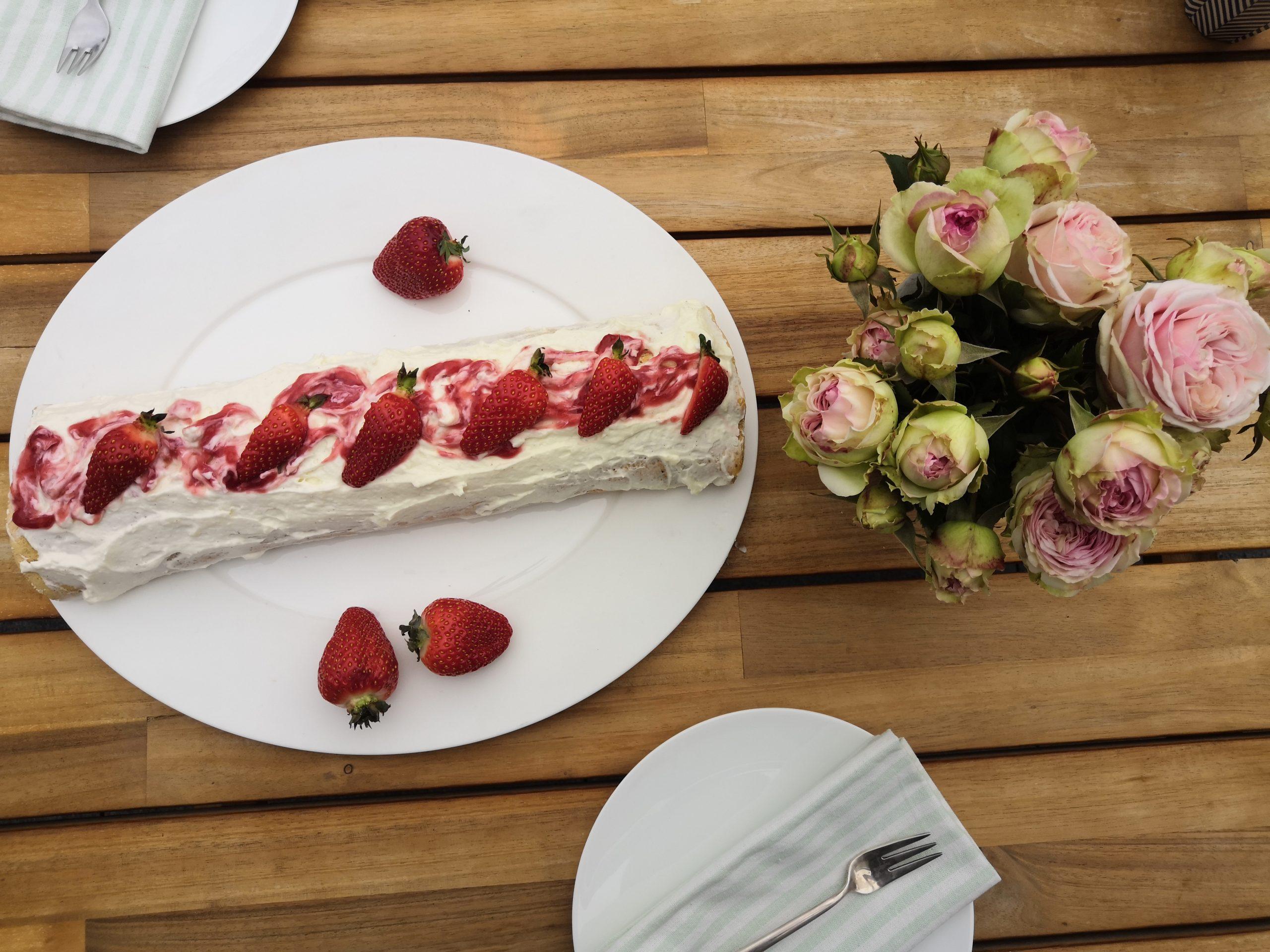 Erdbeer-Biskuit Rolle