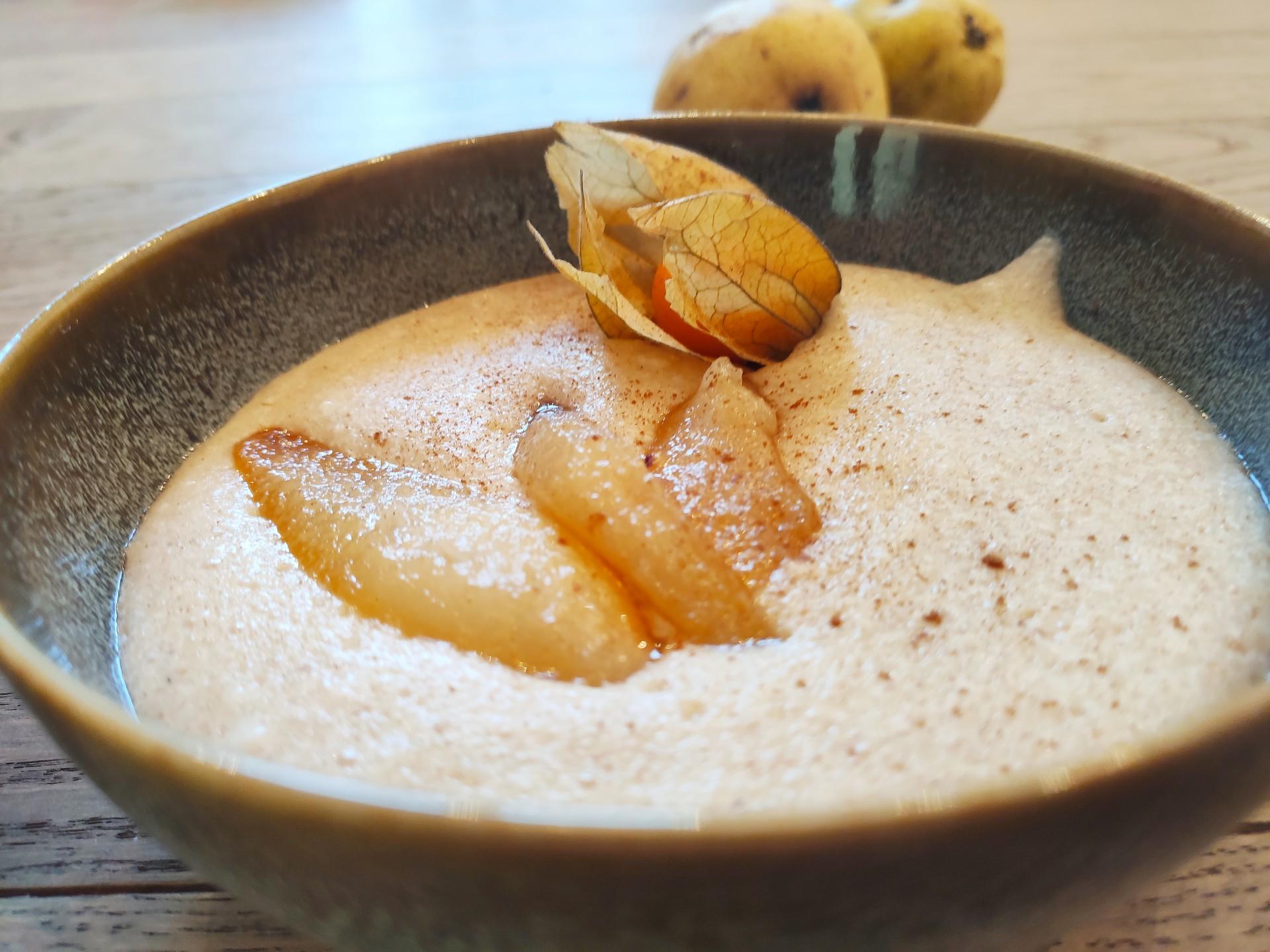 Grießbrei mit karamellisierten Birnen
