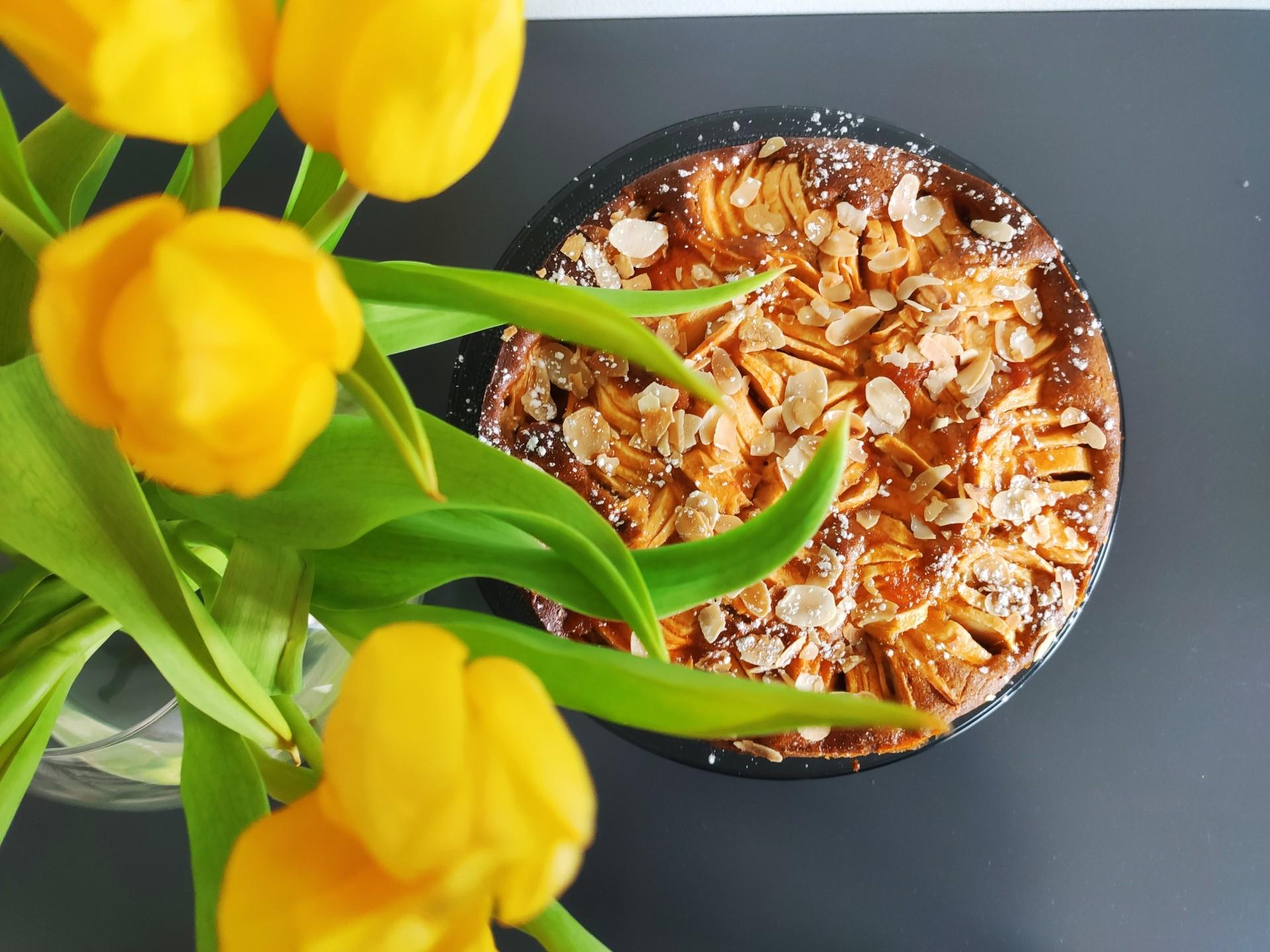 Apfel- Mandel- Kuchen mit Marzipan