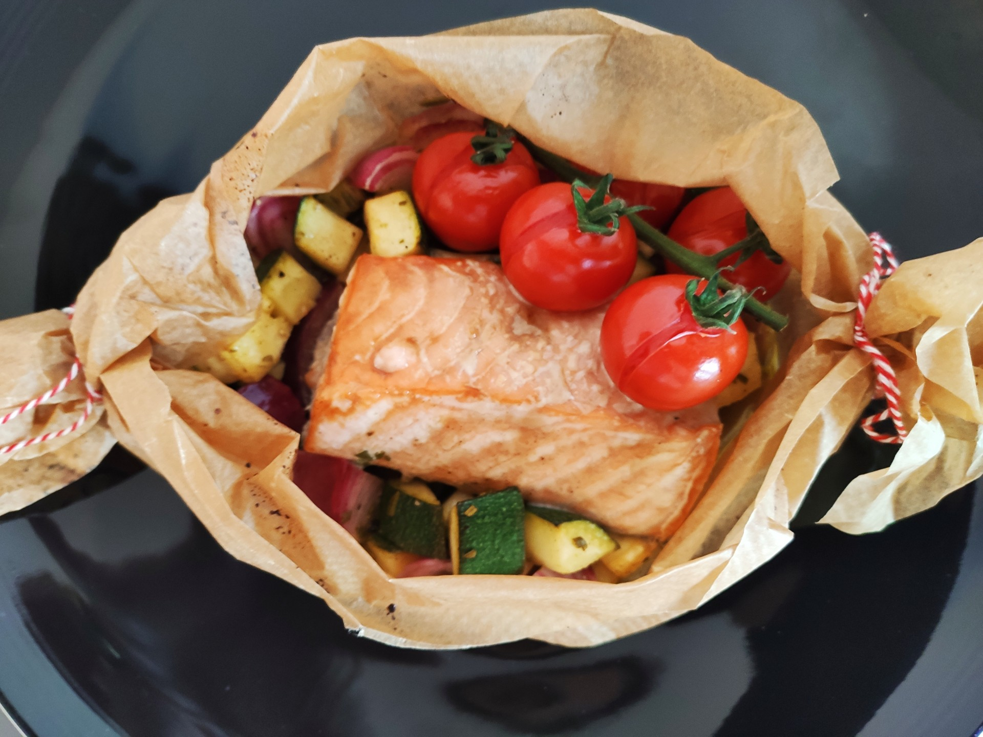 Lachs- Gemüse- Päckchen aus dem Ofen